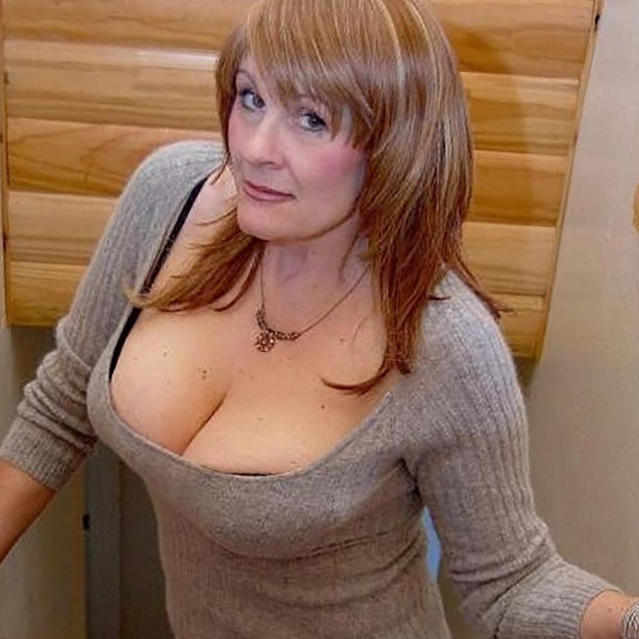 Maitresse sexy en latex de Créteil cherche homme SM pour facesitting et jeux anal